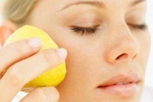 Как протирать лицо лимоном?