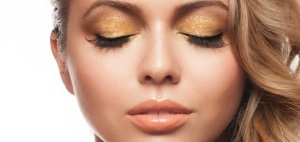 Эффективность масла персика для ресниц и бровей