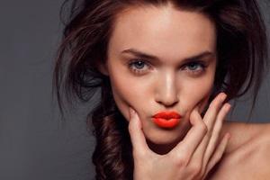 Цвет губ для брюнеток