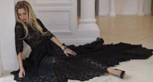Макияж под черное платье для блондинок