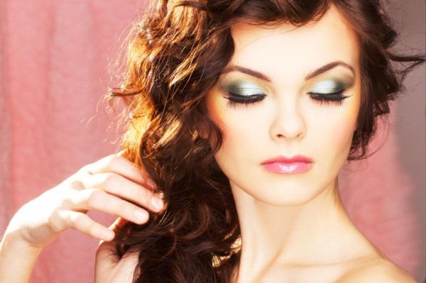 Обязательно ли нужно учитывать цвет платья и волос?