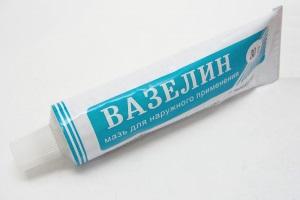 Можно ли мазать лицо вазелином вместо крема