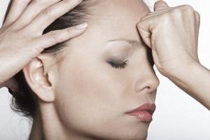 Причины появления морщин на переносице
