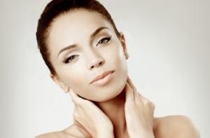 Причины появления морщин на шее