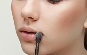 Маскировка простуды на губах
