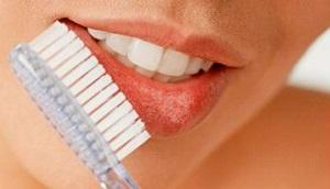 Подготовка к макияжу губ