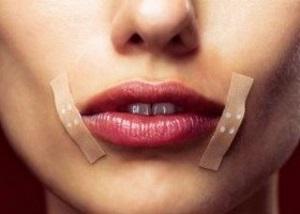 Как вылечить заеды в уголках рта быстро?