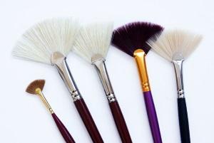 Веерная кисточка для макияжа