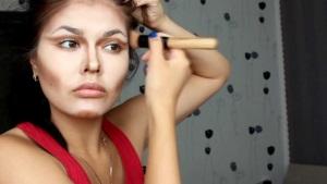 Как правильно пользоваться корректором для лица?
