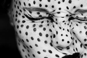 Причины возникновения точек на лице