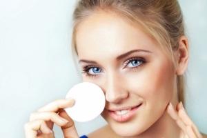 Как смыть косметику с глаз?
