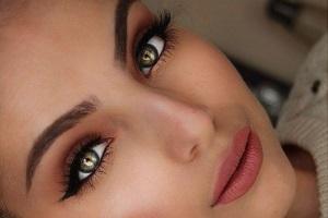 Как сохранить макияж бровей подольше?