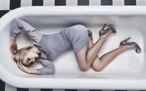 Макияж под серое платье