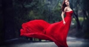 Макияж к красному платью для шатенки