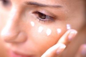 Какой крем вокруг глаз после 35 лучше?