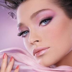 Макияж под розовое платье